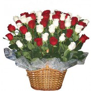 35 троянд у кошику
