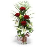 Композиція з лілій і троянд